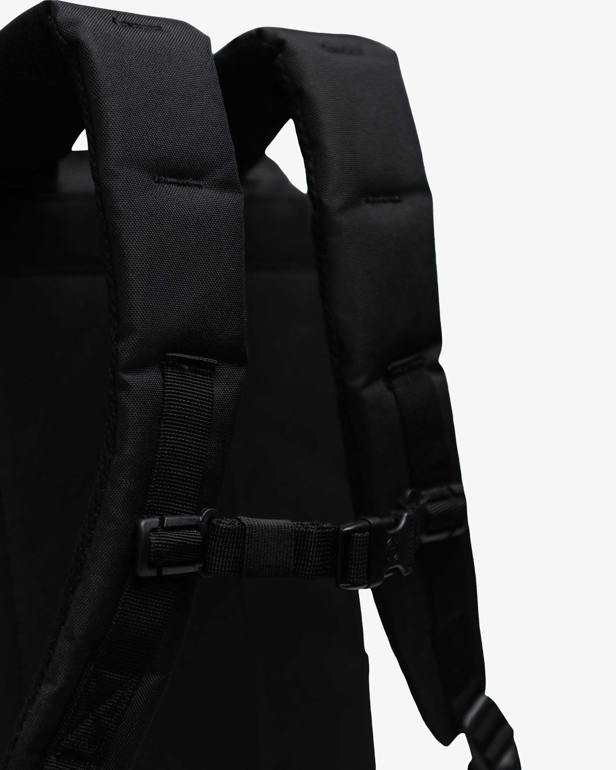 Air mesh shoulder straps for comfortable carrying